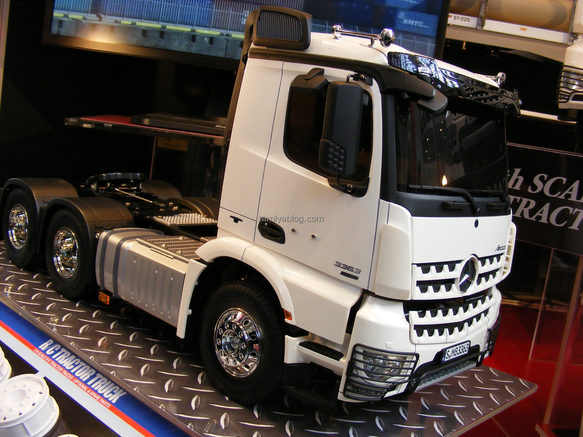 lkw neuer tamiya truck 2017 mercedes benz arocs 56352. Black Bedroom Furniture Sets. Home Design Ideas