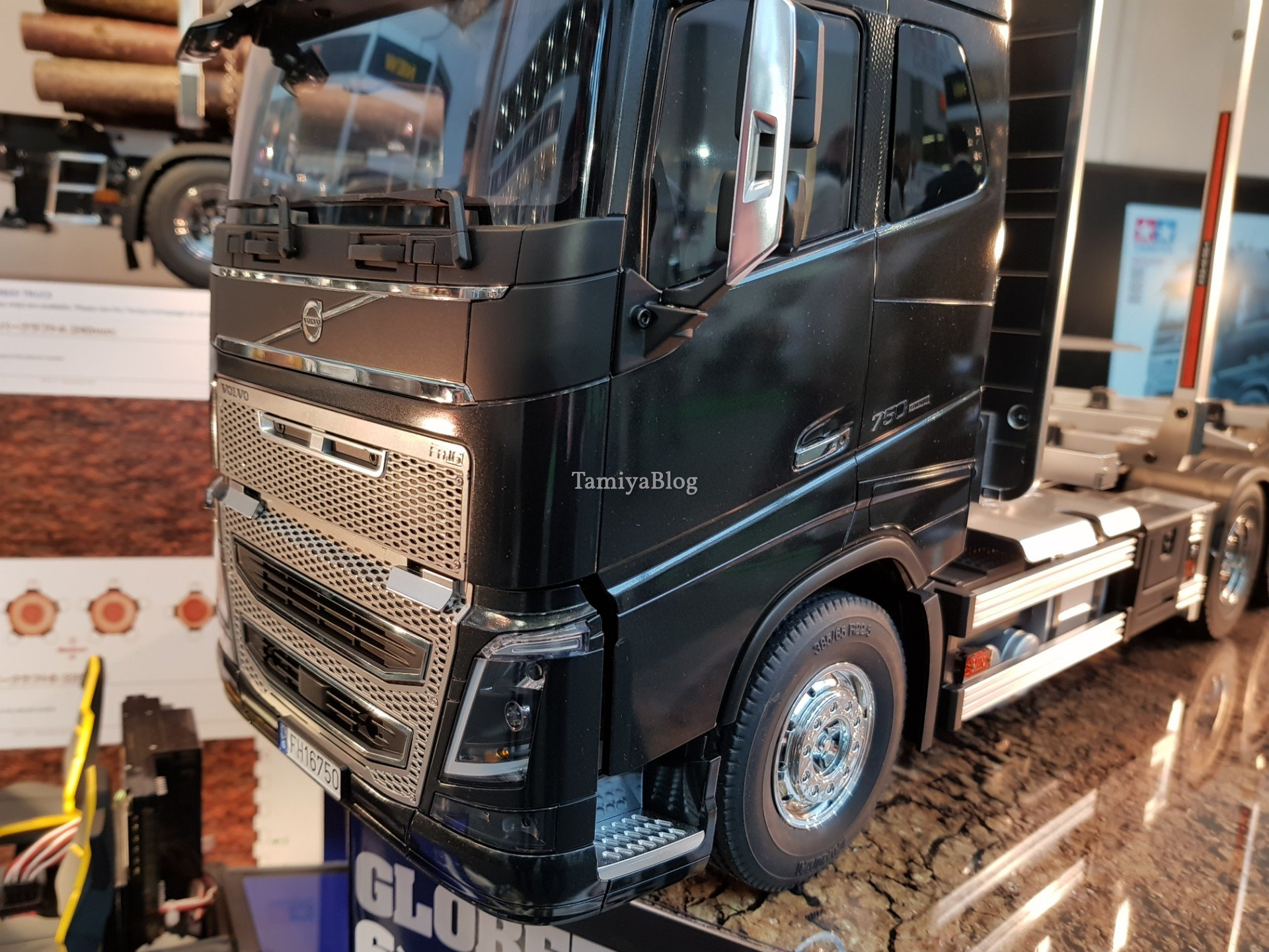 Nuevo camion de TAMIYA Volvo FH16 Globetrotter 750 6x4 Timber 20190130_100321_tamiyablognuremberg8360730308884998140